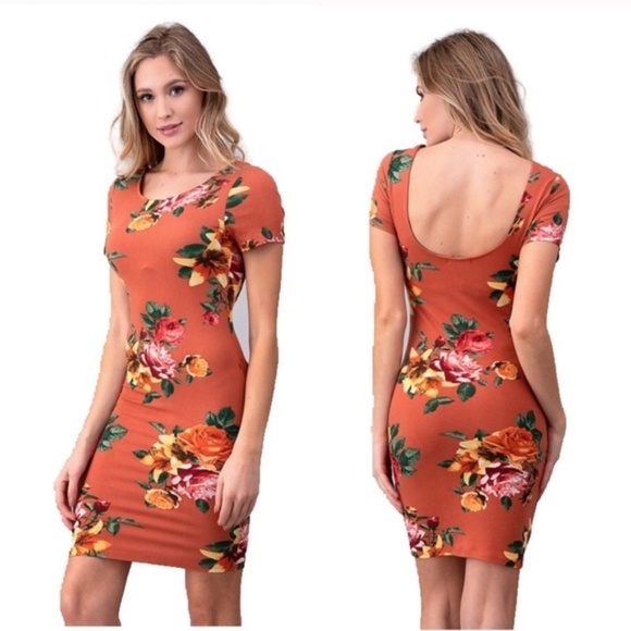 Heart & Hips Dresses & Skirts - Floral Print Short Sleeve Back Scoop Knit Dress